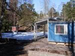 Kesästä 2011 toukokuuhun 2012 toimintaa pyöritettiin pienessä 20 neliön vuokraparakissa. Viikottaisia kävijöitä oli silti paljon.